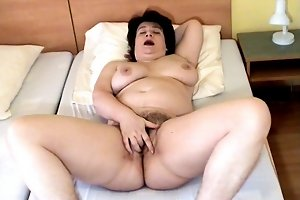 Fat ass babe and her dirty genitals